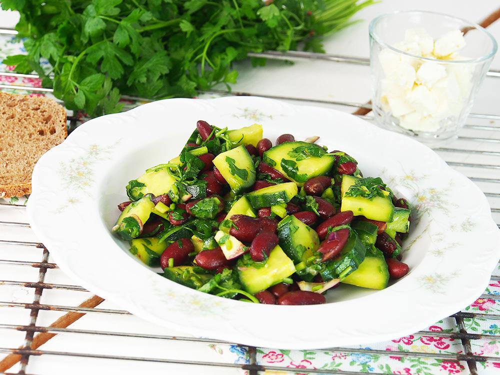 Kidneybohnen Gurkensalat pflanzenbasierte Vollwerternährung
